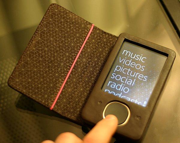 microsoft zune microsofts zune 80 is a joy gadgets media reviews russell